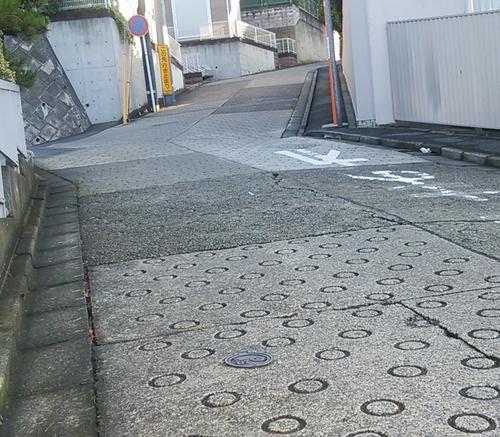 生田交番近くの激坂_01